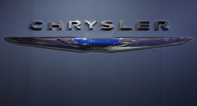A Chrysler logo is pictured at the Jacob Javits Convention Center during the New York International Auto Show in New York April 16, 2014.  REUTERS/Carlo Allegri