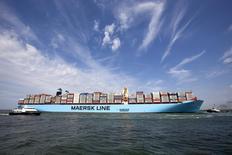 A.P. Moller-Maersk annonce mardi avoir revu à la hausse ses prévisions de résultats 2014 après que le groupe danois de transport de conteneurs et de production de pétrole a dégagé sur le seul deuxième trimestre un bénéfice légèrement supérieur aux attentes. /Photo d'archives/REUTERS/Michael Kooren