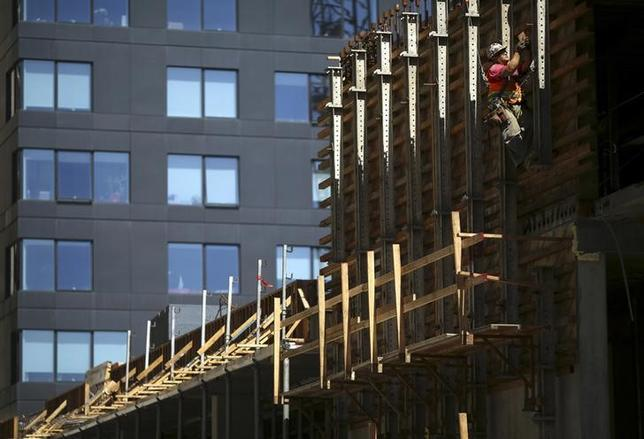 A worker labors on a housing project on Mission Street in the South of Market neighborhood in San Francisco, California April 29, 2014. REUTERS/Robert Galbraith