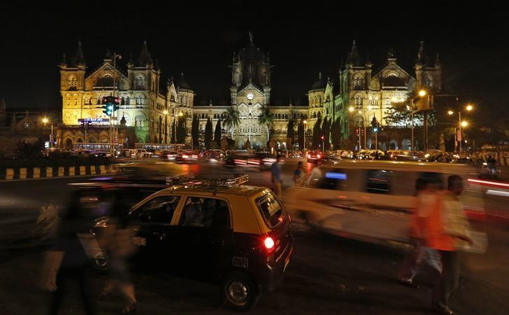 Heavy traffic moves in front of the Chhatrapati Shivaji terminus railway station, also known as Victoria terminus, before Earth Hour in Mumbai March 29, 2014. REUTERS/Mansi Thapliyal