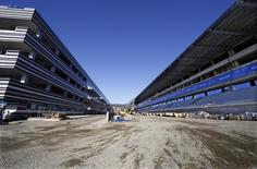 The pit building, track and main tribune (L-R) at the Sochi International Street Circuit under construction for the Formula One 2014 Russian Grand Prix are seen in Sochi during the Sochi 2014 Winter Olympics, February 13, 2014.    REUTERS/Eric Gaillard