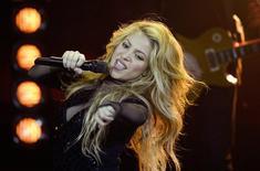 A cantora colombiana Shakira se apresenta no 2014 Echo Music Awards em Berlim, na Alemanha, em março. 27/03/2014 REUTERS/Johannes Eisele/Pool