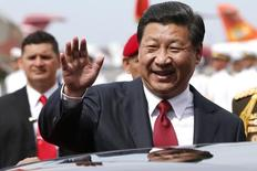 China's President Xi Jinping waves to the media after arriving in Venezuela at Simon Bolivar airport in Caracas July 20, 2014. REUTERS/Jorge Silva