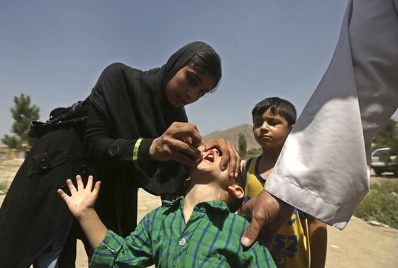 A boy receives polio vaccination drops during an anti-polio campaign in Kabul August 18, 2014. REUTERS/Omar Sobhani