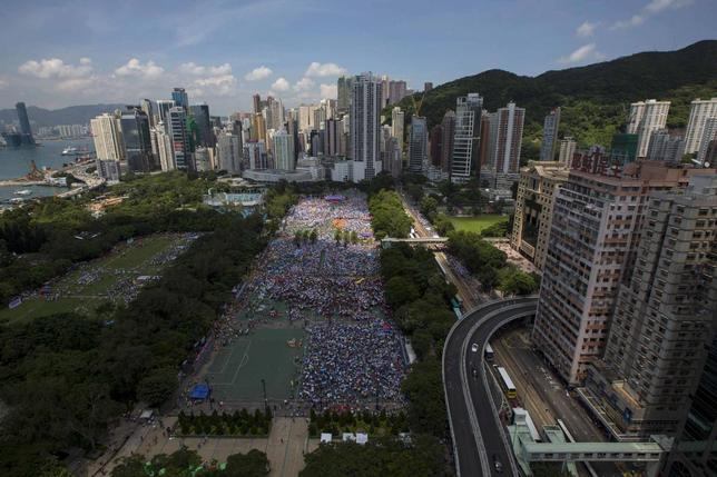 Thousands of pro-Beijing protesters gather to march in the streets to demonstrate against a pro-democracy Occupy Central campaign in Hong Kong August 17, 2014. REUTERS/Tyrone Siu