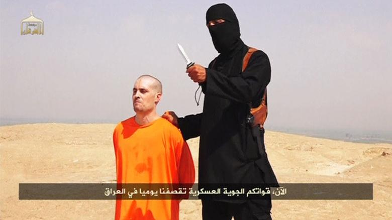 A masked Islamic State militant holding a knife speaks next to man purported to be U.S. journalist James Foley at an unknown location in this still image from an undated video posted on a social media website. Islamic State insurgents released the video on August 19, 2014 purportedly showing the beheading of Foley, who had gone missing in Syria nearly two years ago, and images of another U.S. journalist whose life they said depended on U.S. action in Iraq.  REUTERS/Social Media Website via REUTERS TV