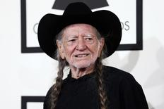 O músico Willie Nelson chega à cerimônia do Grammy Awards, em Los Angeles, nos Estados Unidos, em janeiro. 26/01/2014  REUTERS/Danny Moloshok