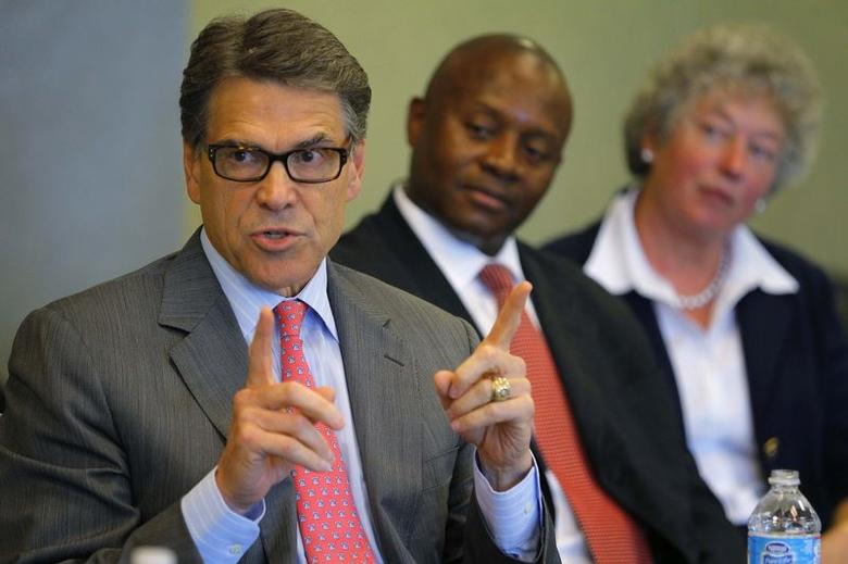 Texas Governor Rick Perry, a possible Republican candidate for the 2016 presidential race, speaks during an appearance at a business leaders luncheon in Portsmouth, New Hampshire August 22, 2014.   REUTERS/Brian Snyder