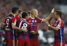 Jogadores comemoram gol do Bayern de Munique contra o Wolfsburg.  REUTERS/Michaela Rehle