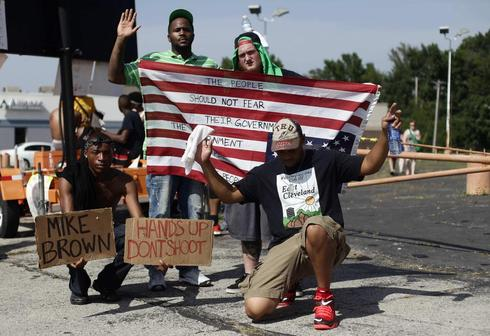 Protesters mark two weeks since police shooting in Ferguson, Missouri