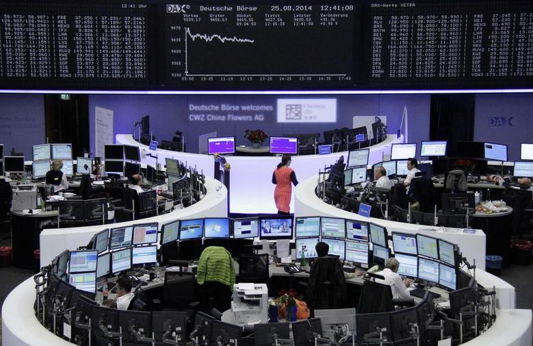 Traders are pictured at their desks in front of the DAX board at the Frankfurt stock exchange August 25, 2014.      REUTERS/Remote/Stringer