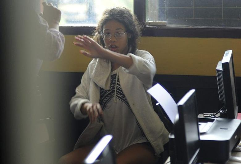 Heather Mack, the daughter of an American woman found dead inside a suitcase on the Indonesian holiday island of Bali,  gestures while in custody in a police station in Denpasar  August 14, 2014.    REUTERS/Putu Setia