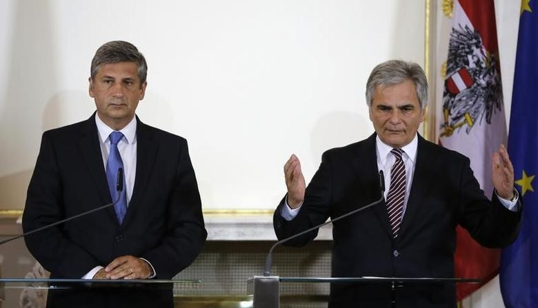 Austrian Finance Minister and Vice-Chancellor Michael Spindelegger (L) and Chancellor Werner Faymann attend a news conference after the summer cabinet meeting in Vienna July 22, 2014.  REUTERS/Leonhard Foeger