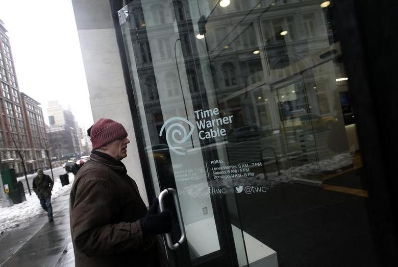 A man enters the Time Warner Cable headquarters in New York February 13, 2014.  REUTERS/Joshua Lott