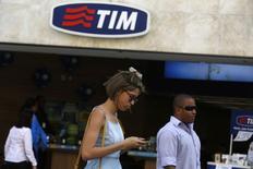Telecom Italia va lancer une offre de l'ordre de sept milliards d'euros pour le rachat de GVT, la filiale brésilienne de Vivendi, qui laisserait le groupe français avec une participation de 15 à 20% dans le capital du groupe italien, /Photo prisele 20 août 2014/REUTERS/Pilar Olivares