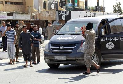 Video shows Islamic State executes scores of Syrian...