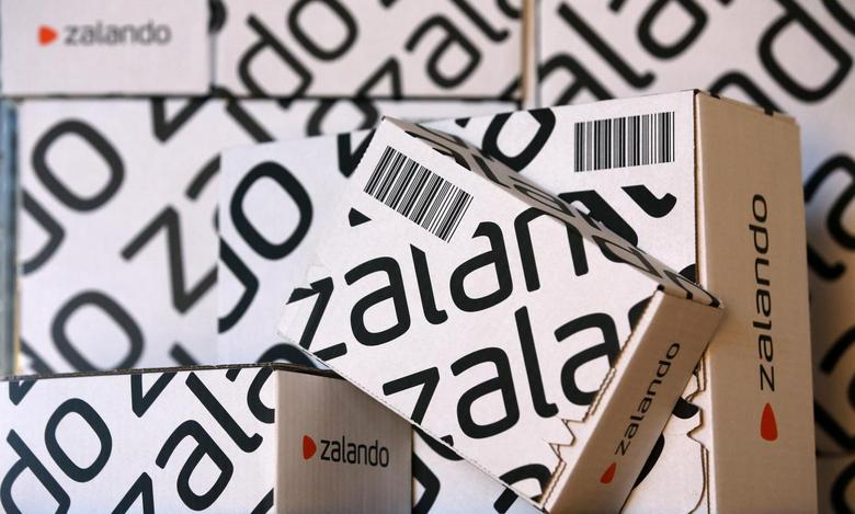 Parcels of Europe's biggest online fashion retailer Zalado are pictured during a media presentation in Berlin August 28, 2014.  REUTERS/Fabrizio Bensch