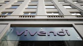 Logo do conglomerado de telecomunicação Vivendi na entrada da sede da empresa em Paris.  23/07/2014 REUTERS/Christian Hartmann
