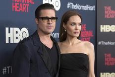 """Brad Pitt e Angelina Jolie em prèmiere de """"The Normal Heart"""", em Nova York. 12/05/2014 REUTERS/Andrew Kelly"""