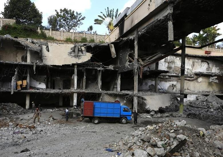 Men work on a damaged section of the Westgate Shopping Mall after al Qaeda-linked militants launched an attack on the mall in September last year, in Nairobi January 21, 2014.  REUTERS/Noor Khamis