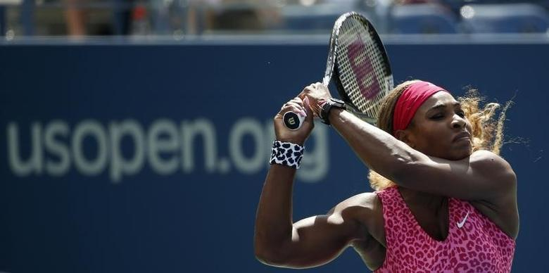 Serena Williams of the U.S. hits a return to compatriot Vania King at the 2014 U.S. Open tennis tournament in New York, August 28, 2014.  REUTERS/Mike Segar