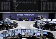 Помещение Франкфуртской фондовой биржи 29 августа 2014 года. Европейские фондовые рынки растут после публикации отчета об инфляции в еврозоне, который повлияет на решения Европейского центрального банка на совещании на будущей неделе. REUTERS/Remote/Stringer