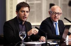 Argentina's Economy Minister Axel Kicillof (L) speaks next to Foreign Minister Hector Timerman during a news conference at the Casa Rosada Presidential Palace in Buenos Aires August 29, 2014.  REUTERS/Marcos Brindicci