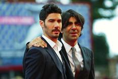 """El director Fatih Akim (a la derecha) y el actor Tahar Rahim posan antes de la exhibición de la película """"The Cut"""" en el Festival de Cine de Venecia, el 31 de agosto de 2014. El Festival de cine de Venecia se ha ganado una reputación a través de las décadas de abordar controvertidos temas políticos y sociales de manera frontal, y este año no ha sido la excepción. REUTERS/Tony Gentile (ITALY - Tags: ENTERTAINMENT) - RTR44EW9"""