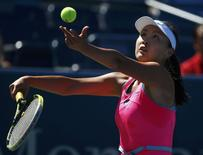 Peng Shuai of China serves to Roberta Vinci of Italy during their match at the 2014 U.S. Open tennis tournament in New York, August 29, 2014. REUTERS/Adam Hunger