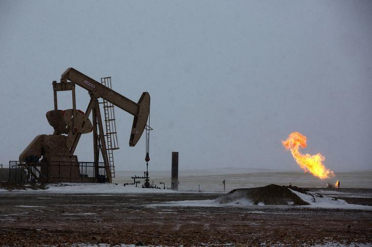 Natural gas flares are seen at an oil pump site outside of Williston, North Dakota March 11, 2013.REUTERS/Shannon Stapleton