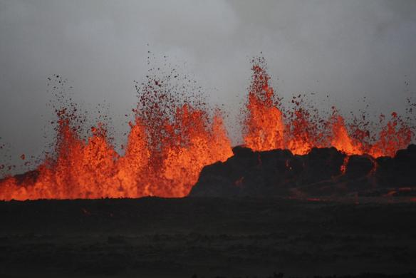 The lava flows on the the ground after the Bardabunga volcano erupted again in Iceland, August 31, 2014. REUTERS-Armann Hoskuldsson
