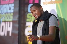 NBA basketball player Kevin Durant poses at Nickelodeon's Kids' Choice Sports 2014 award show in Los Angeles July 17, 2014.   REUTERS/Danny Moloshok