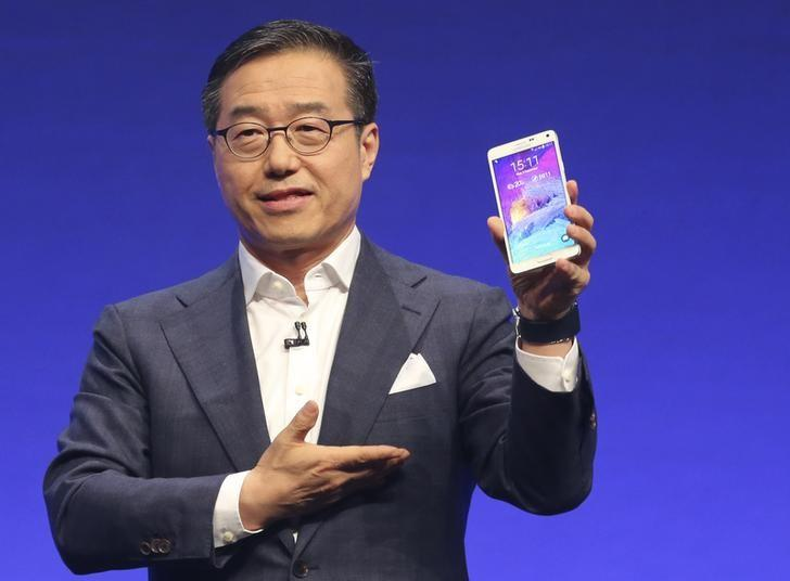 Samsung unveils Galaxy Note 4 with extras but no...