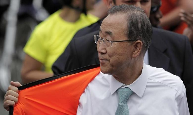 United Nations Secretary-General Ban Ki-moon removes his jacket after riding a bicycle to promote it as an environmentally-friendly form of transportation, in San Jose July 30, 2014. Ban is in Costa Rica on a five-day visit. REUTERS/Juan Carlos Ulate