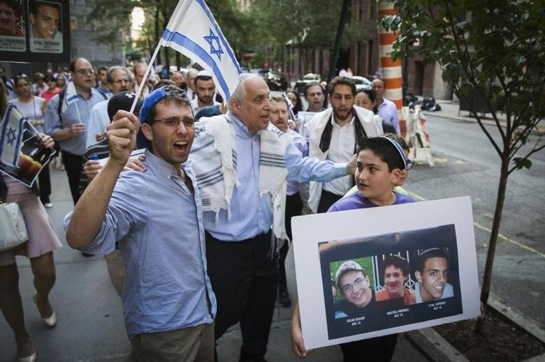 Rabbi Avi Weiss (C) marches with demonstrators during a memorial service near the United Nations headquarters, for three missing Israeli teenagers whose bodies were found in the occupied West Bank, in New York, June 30, 2014.  REUTERS/Lucas Jackson