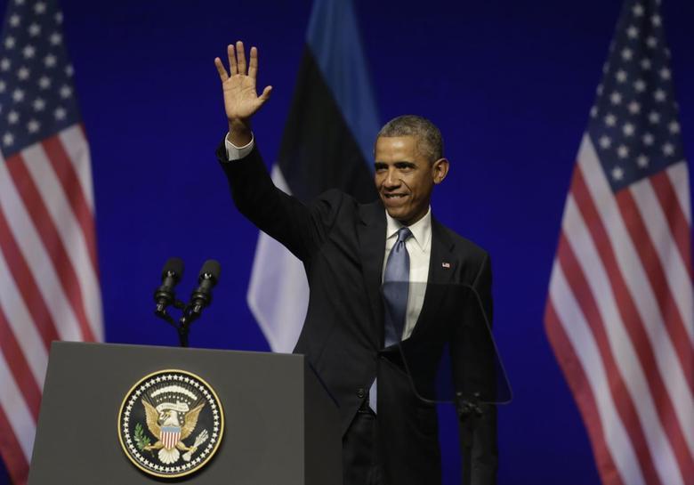 U.S. President Barack Obama greets audiences at the Nordea Concert Hall in Tallinn, September 3, 2014. REUTERS/Ints Kalnins