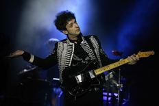Cantor argentino Gustavo Cerati faz show em Monterrey em 18 de novembro de 2009.  REUTERS/Tomas Bravo
