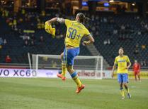 Ibrahimovic comemora seu 50o gol pela Suécia nesta quinta-feira.  REUTERS/Jessica Gow/TT News Agency