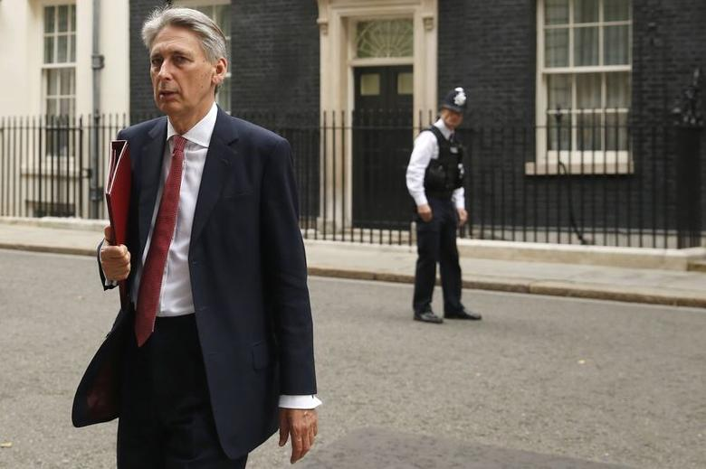 Britain's Foreign Secretary Philip Hammond leaves Downing Street, following a COBR meeting,  in central London September 3, 2014.   REUTERS/Luke MacGregor