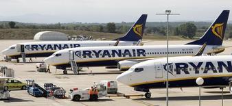 La compagnie irlandaise à bas coûts Ryanair est en discussions avancées pour acheter environ 100 Boeing 737 MAX pour un montant potentiel de 10 milliards de dollars (7,7 milliards d'euros) et l'accord pourrait être bouclé dans les semaines à venir, /Photo d'archives/REUTERS/ Albert Gea