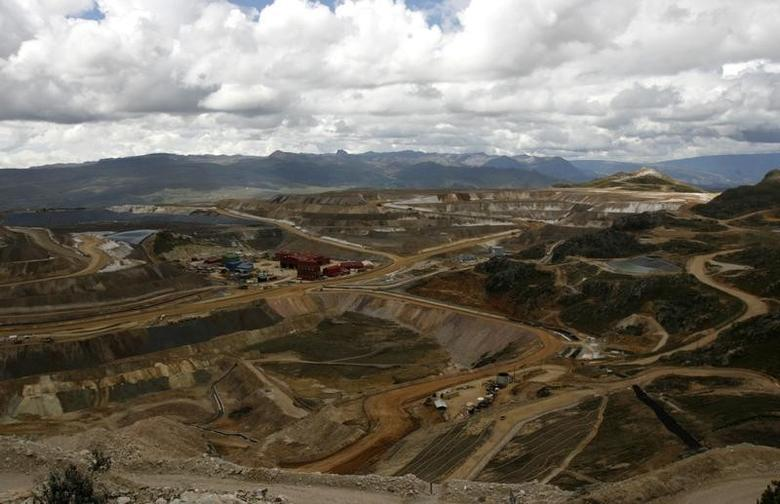 Panoramic view of Yanacocha Latin American's biggest gold mine in the andean city of Cajamarca, north of Lima, November 21, 2006.  REUTERS/Pilar Olivares