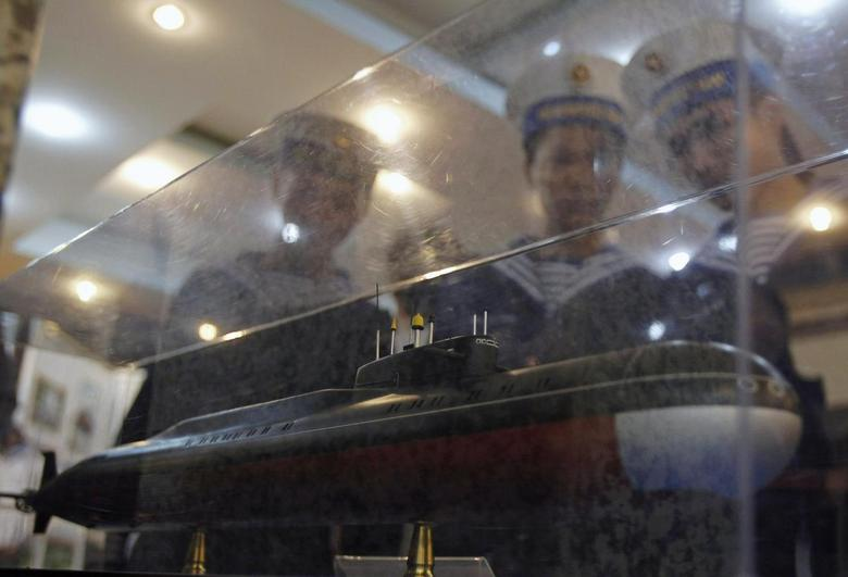 Sailors look at a model of a submarine which is scheduled for delivery to Vietnam in 2013, in Vietnam's northern port city of Hai Phong, in this October 21, 2011 file picture.   REUTERS/Kham
