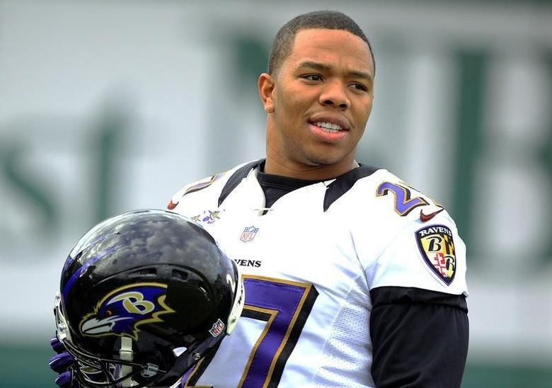 Baltimore Ravens running back Ray Rice (27) warms up during the NFL's Super Bowl XLVII football practice in New Orleans, Louisiana January 30, 2013.  REUTERS/Sean Gardner