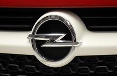 General Motors lancera en Europe en 2015 une familiale à bas prix sous les marques Opel et Vauxhall dans le but d'attirer les fidèles de sa marque Chevrolet, qui n'existera plus sur le Vieux Continent à compter de la fin de l'an prochain./Photo d'archives/REUTERS/Fabrizio Bensch