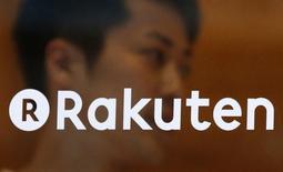 Le géant japonais du commerce en ligne Rakuten envisage de lancer au Japon une plateforme internet de location de logements pour une courte durée entre particuliers, comme le service Airbnb. /Photod'archives/REUTERS/Yuya Shino