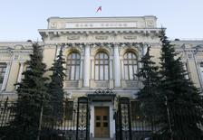 Здание Банка России в Москве 19 декабря 2008 года. Центробанк РФ сохранил ключевую ставку на уровне 8,00 процента, как и прогнозировали аналитики, ожидая замедления экономики во втором полугодии на фоне санкций. REUTERS/Sergei Karpukhin