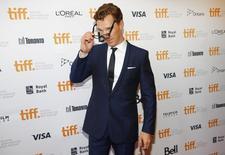 """El actor protagonista de """"The Imitation Game"""", Benedict Cumberbatch, llega a la gala de la película en el Festival Internacional de Cine de Toronto. Imagen de archivo, 09 septiembre, 2014. """"The Imitation Game"""", una película biográfica sobre un matemático británico que descifró códigos clave en la Segunda Guerra Mundial, Alan Turing, se alzó con el premio más importante del Festival Internacional de Cine de Toronto. REUTERS/Mark Blinch"""