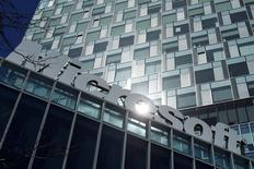 Microsoft a conclu le rachat du concepteur suédois de jeux vidéo Mojang et de la franchise de son jeu vedette Minecraft pour un montant de 2,5 milliards de dollars (1,9 milliard d'euros). /Photo d'archives/REUTERS/Bogdan Cristel