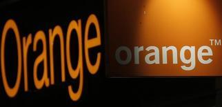 Orange est proche d'un accord en vue du rachat de l'opérateur fixe espagnol Jazztel,. Le titre de l'opérateur espagnol a été suspendu lundi à la Bourse de Madrid en fin de séance après avoir pris jusqu'à 15% sur des espoirs de consolidation du secteur des télécoms en Espagne. /Photo d'archives/REUTERS/Christian Hartmann