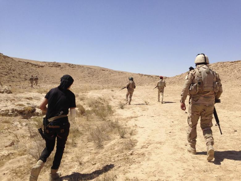 Members of Iraqi security forces are pictured during a patrol looking for militants of the Islamic State on the outskirt Haditha September 9, 2014. REUTERS/Osama Al-dulaimi
